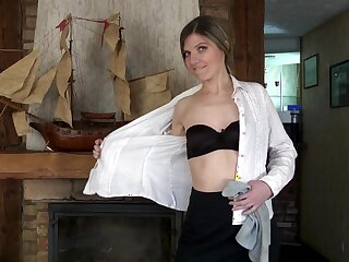 Small boobs cougar Agatha spreads their way legs to finger their way pussy