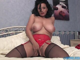 Domineer mature Danica Collins moans while indoctrinate her wet cunt